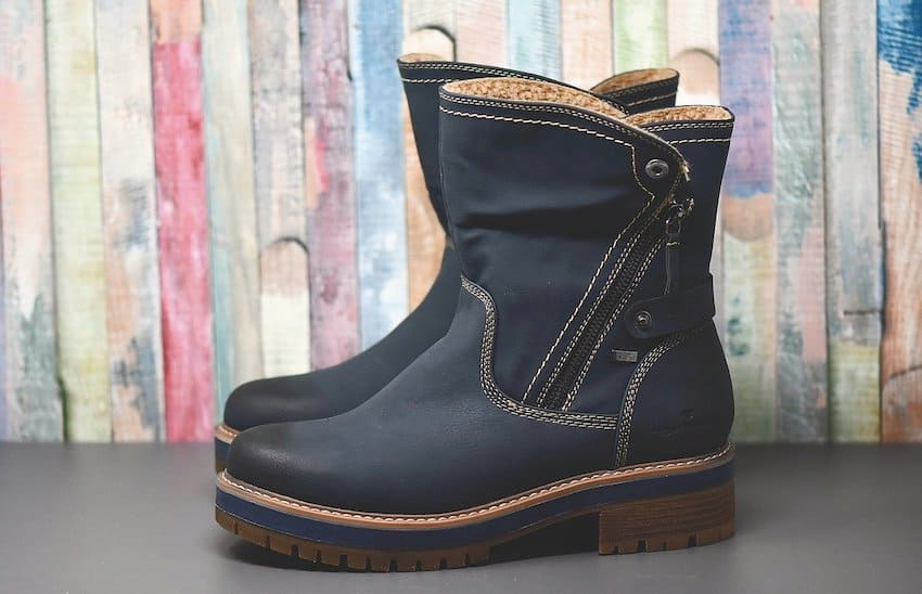 winter boot with zipper